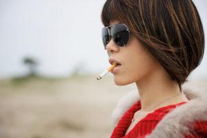 Курение повышает риск развития рака груди